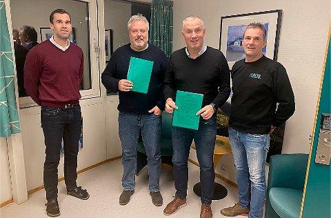 SIGNERT: Runar Stenerud, Peder Strømsvåg, Lars Stenerud og Knut Johan Stenerud. da RoadTech signerte avtale med Plasto AS.