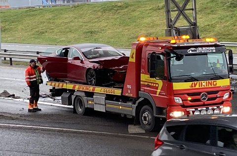 ULYKKE: Bilen måtte hentes av bilberger etter ulykken.