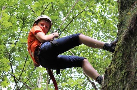 UREDD: Patrick (11) rappellerte ned en fjellvegg på ti meter.