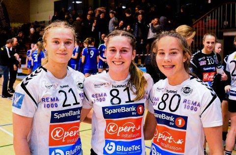 TIDLIG UTE: Dette bildet er tatt i november 2019. Da hadde Flints tre 16-åringer scoret mot Fyllingen i en seriekamp. Nå kjemper alle seg tilbake fra alvorlige kneskader. Fra venstre Sanne Løkka Hagen, Karoline Müller Lislien og Gabi Sørvik-Hansen.