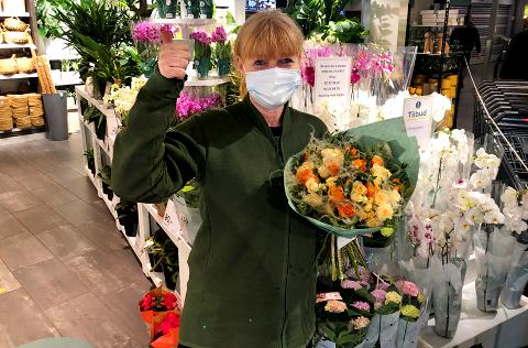 LETTET OG GLAD: Kristin Bakka stråler omkapp med vårsola mens hun samler troppene for å kunne åpne førstkommende mandag.