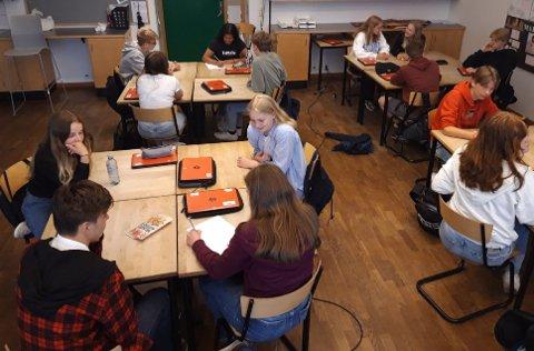 OPPGAVE: Her jobber elever i 9d ved Presterød ungdomsskole med å beskrive hva som er en god sommer for ungdom.
