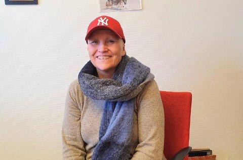 LITE BRÅK: Mottaksleder Britt Scharffenberg sier det er svært lite bråk og svært få hendelser ved Østre Toten Statlige mottak. Hun mener bildet som er tegnet av mottaket er skjevt.