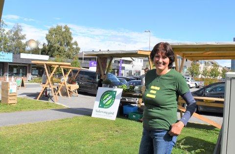 """MARKED: Fredag arrangerte Marianne Bøe, prosjektleder for """"Helt på jordet"""", et matmarked på Lena."""
