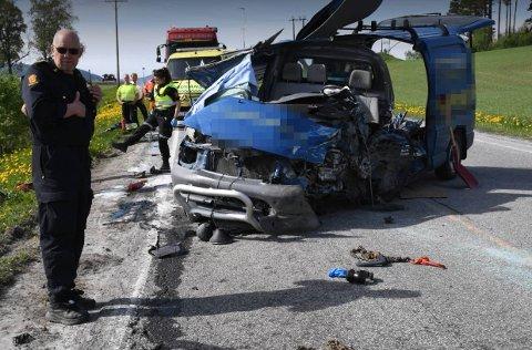 STORE SKADER: 20-åringen som kjørte denne bilen pådro seg kritiske skader etter ulykken i Kvam mandag. Nå er mannen operert og på bedringens veg.