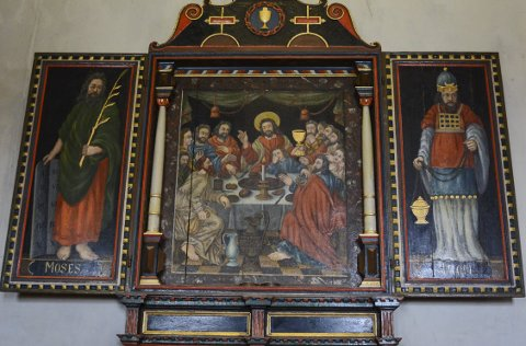 Katekisme-tavle: Denne altertavlen ble brukt fra 1550-tallet og frem til 1732, da dagens altertavle overtok plassen.
