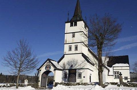 Nytt tak og tårn: Holt kirke trenger både nytt tak og nytt kirketårn. Dette er en kostnad som er beregnet til 10 millioner. Da kommer et tilskudd fra Riksantikvaren godt med. Tilskuddet går til et delprosjekt, og det er fortsatt en lang vei fram til at hele prosjektet er finanisert. Arkivfoto