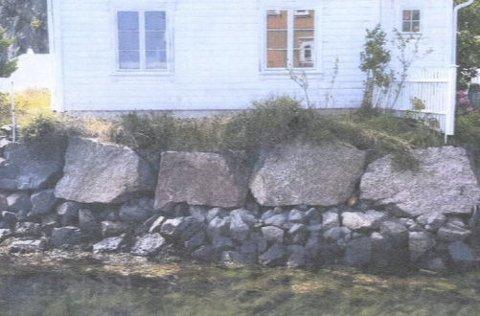 Tillatelse: Tvedestrand kommune godtar en kjede med huggede granittblokker her, til erstatning for dagens løsning.