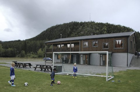 Storefoss stadion: Kampar og aktivitet elles gjekk for fullt på grasmatta medan det var ope hus i det nye, flotte klubbhuset.