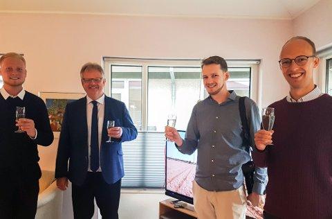 Fra lanseringen av Televindu. Fra venstre: Martin Ulstrup, ordfører Mogens Gade og brødrene Vegar og Øystein Samestad Hansen
