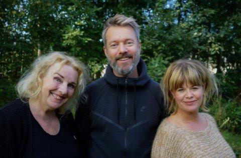 KORONAHVERDAGEN: Hanne Dahle og Mads Buer med regissør Linn Olsen (th) ser fram til å møte Vestby-elevene igjen - denne gang fra scenen.