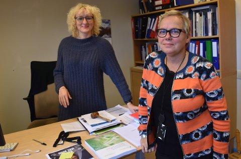 EN STOR JOBB VENTER: Mye arbeid i forkant av kommunestyrets vedtak om å legge ned Dalsbygda skole ble gjort. Nå skal kommunedirektør Marit Gilleberg (til høyre) styre jobben fram mot det som blir en ny skolehverdag i Os i 2023. Sammen med henne står ordfører Runa Finborud (Sp).
