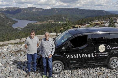 Fredsmeglerne: Far og sønn Simen og Olav Gjelstad har gjort det bra både på Gautefall og i Risør. Nå satser de på Tvedestrand. Foreløpig med å utvikle et felt med 86 tomter, men de håper det blir mer. Foto: Privat