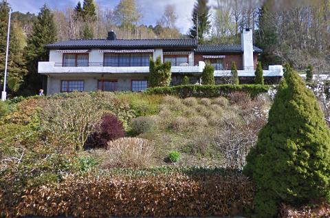 SOLGT: Nesmarka 18 i Flekkefjord lå ute for salg i forholdsvis kort tid, og ble solgt for kr 4.000.000 fra Anna Johannesdotter Rekve Halvorsen til Øyvind Eriksen og Silje Strømland. Foto: Google Maps