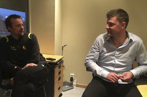 Grundig: Øyvind Iversen og Aasmund Bjørkan diskuterer evalueringen etter Glimts nedrykk, en evaluering klubben skal gjøre meget grundig. Begge foto: Stian Høgland