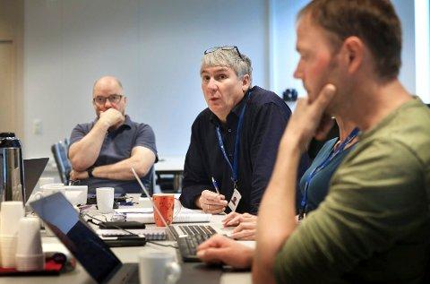 Fra venstre: Styreleder Odd Roger Enoksen, adm.dir Paul Martin Strand og ansattrepresentant Benjamin Storm.