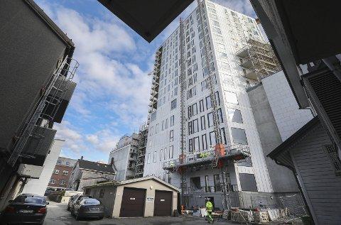 Godt synlig: Bodø sentrum er i ferd med å få sitt tredje høyhus. I tillegg til en rekke bedrifter, skal det også huse 58 leiligheter. Her er Bodø 360 sett fra Storgata. Alle foto: Tom Melby