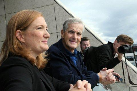 Ap-leder Jonas Gahr Støre og ordfører Ida Maria Pinnerød under Gahr Støres Bodø-besøk i fjor høst.