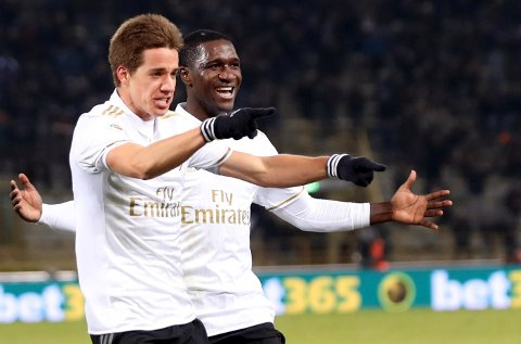 AC Milan's Mario Pasalic, left, celebrates with teammate Cristian Zapata after scoring during a Serie A soccer match between AC Milan and Bologna, at the Renato Dall'Ara stadium in Bologna, Italy, Wednesday, Feb. 8, 2017.  AC Milan won 1-0. (Giorgio Benvenuti/ANSA via AP)