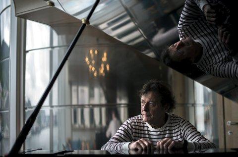 Pianisten: Dag Arnesen ga ut det populære jazzalbumet «Norwegian song I» for akkurat ti år siden. Forbare en uke siden kom det fjerde albumet ut i rekken, denne gang med Bergen Big Band. Nå håper han folket vil omfavne det siste albummet hans. FOTO: KAI Svellingen FLATEKVÅL