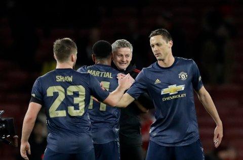Manchester United-manager Ole Gunnar Solskjær (midten) har gjort De røde djevlene mer offensive etter at han kom til Old Trafford. (AP Photo/Matt Dunham)
