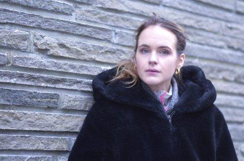 2019: Linnéa Myhre, her på besøk i Bergen i forrige uke – for å overvære premieren på «Evig søndag» og for å signere                                       «Meg, meg, meg» – fjerdeboken som kom i høst. foto: Ørjan Nilsson