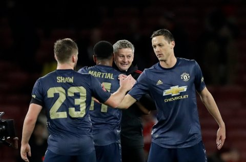Manchester United caretaker head coach Ole Gunnar Solskjaer, second right, celebrates with his players at the end of the English FA Cup fourth round soccer match between Arsenal and Manchester United at the Emirates stadium in London, Friday, Jan. 25, 2019. (AP Photo/Matt Dunham)