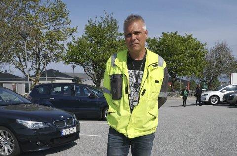 Hovedverneombud for Equinor på Mongstad Erik Neverdal forteller at manglende lademuligheter      for el-biler ved Equinors oljeraffineri på Mongstad er et jevnlig tema på vernemøter.