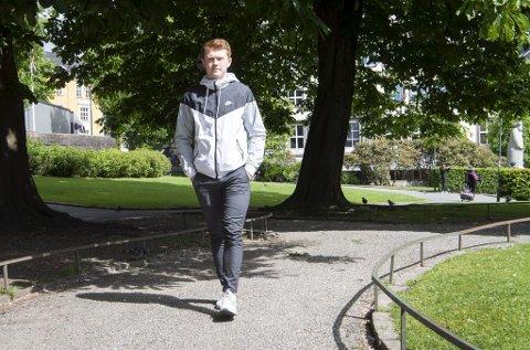 Mikal Dyngeland Vik har lagt vekk proffdrømmen etter den dramatiske ulykken, og er i stedet på utkikk etter en jobb. Han oppfordrer både syklister og bilister til å vise hensyn på veien.