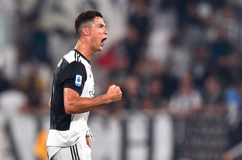 Cristiano Ronaldo jubler etter å ha scoret mot Napoli, men mot Atletico har han hatt større problemer med å få ballen i mål, særlig på bortebane.