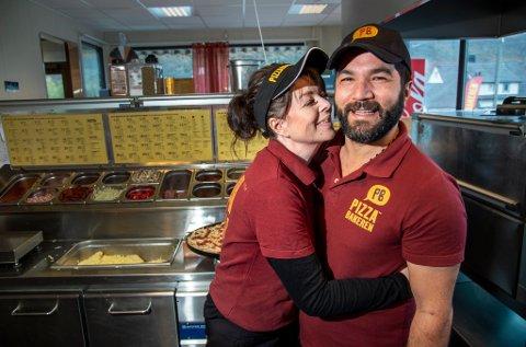 Margareth Sveen fikk telefon om at det hadde vært innbrudd hos Pizzabakeren i Indre Arna der hun jobber. Firas Elkadri fakket tyven og fikk tilbake både stjålne penger, pizzabilen – og enda litt til!