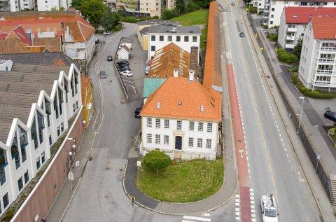 Mesterhuset i Sandviken, der repslagermesteren bodde, er fra 1808 og ble fredet i 1927. Den tilhørende reperbanen og tjærehuset er også fredet. Det hvite murhuset i Reperbanekvartalet er satt i stand til et moderne kontorbygg.