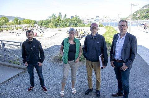 Alex Crawel, NIna Steihaug, Sverre Øystein Woxen og Ola Rye i Møllendal har lenge visst at tomten bak dem skal bebygges, men er skuffet over forslaget som nå har passert fagetaten.