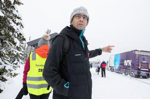 MÅ BLI I KINA: Ole Einar Bjørndalen får ikke ta med seg de kinesiske utøverne til Europa og skiskytteråpningen.