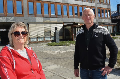 INGEN VIL SNAKKE: Tillitsvalgt ved Modumheimen og Ap-politiker Gro Nanna Hovde og leder i Modum Ap, Ståle Versland synes det er trist at deltidsansatte føler frykt for å fortelle om kampen for å få nok vakter.