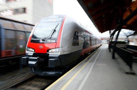 Oslo  20150317. NSB, Jernbaneverket  og Telenor bygger ut nettverket slik at dekningen for internett blir bedre på togene.  Foto: Terje Pedersen / NTB scanpix