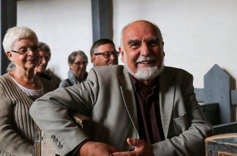 KULTUR: Wilfred Liljeroos setter pris på kulturtilbudet til Skoger gamle kirke.