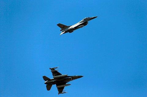 FLERE ØVELSER: To F16 jagerfly hadde øvelse over Nedre Eiker mandag kveld. dette bildet er fra en tidligere øvelse.