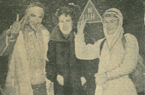 GIKK TIL NORDKAPP: Franco C. Curcio (til venstre) fra Napoli og Hugh McManus fra Newcastle gikk til Nordkapp på nyttårsaften i 1956/57. I midten er fru Pedersen, som var bestyrerinne på ungdomsherberget de bodde på i Storbukt.