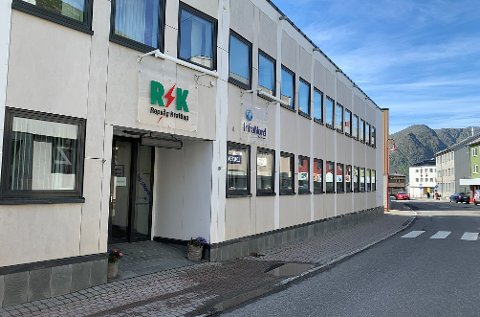 STORGATA: Repvåg Kraftlags hovedkontor i Honningsvåg.