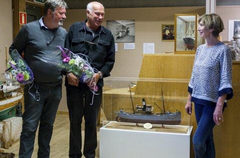 1 byhistorie: Dagleg leiar ved Kystmuseet, Berit Høivik tok torsdag i mot modellen av fiskedampskipet Havørnen. Roger Vartdal (t.v.) er byggmeister, medan Nils A. Hovland har samla inn historikk om båten. 2 HAVØRNEN: Modellen er bygd i målestokk 1:35. 3 RADARPAR: – Lurte eg på noko, var det berre å ringe Nils, seier Vartdal.foto: tarjei langeland