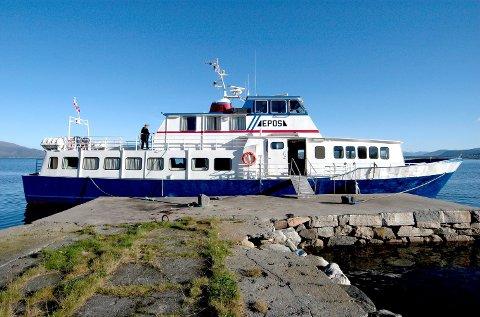 SJØFARANDE KULTURBERAR: Bokbåten «Epos» er for mange ein institusjon. Sidan 1963 har han trufast besøkt små plassar langs kysten.