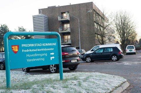 Når du er helt fremme på stedet ser du skiltet som viser at det er Fredrikstad korttidssenter.