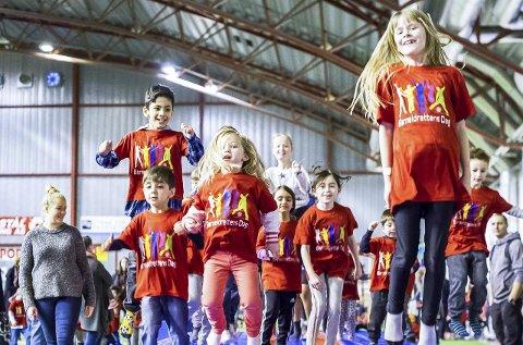 Stor aktivitet: Mange barn og unge hadde tatt turen til Østfoldhallen for en aktiv lørdag på Barneidrettens dag. alle foto: johnny leo johansen