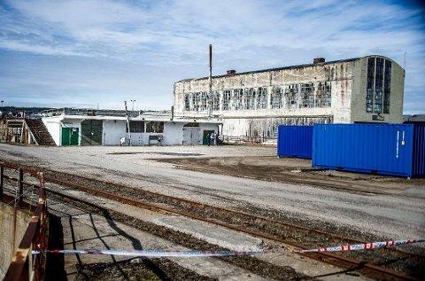 ETTERFORSKES: Her ble avdøde funnet, i en den hvitmalte garasjen på Værste på Kråkerøy.