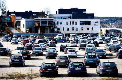 HUSK ÅRSAVGIFTEN: Skatteetaten har sendt ut krav til bileierne (Illustrasjonsfoto: Sjur Stølen)