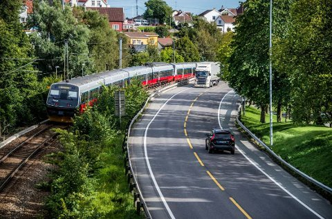 Store endringer er i vente når dobbeltsporet på vestre linje kommer på plass. Bilde fra Grønli-området der både både vei og jernbane blir helt ny.
