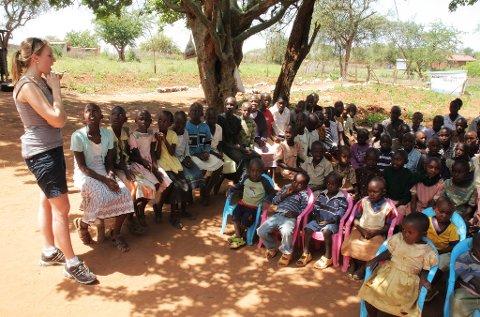Hjertesak: Elevrådet Glemmen videregående droppet Operasjon Dagsverk og satset på Aid in action i stedet. Organisasjonen hjelper blant annet barn med utdanning i Kenya, som bildet her viser.
