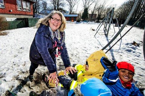 KRITISK: Marianne Jones, virksomhetsleder i Kjølstad barnehage, synes ikke sammenligningen mellom norsk politikk og en barnehage passer. – En barnehage burde blitt brukt som en hedersbetegnelse, ikke til å beskrive noe negativt, sier hun.