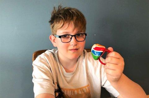 SPORTY: Sindre Slaatsveen (11) var en av utallige barn som kjøpte slikkerier utenfor kinoen 17. mai.